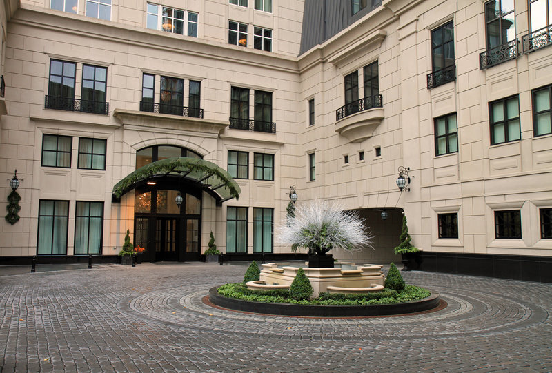 The Waldorf Astoria Chicago Luxury Condos and Five Star Hotel